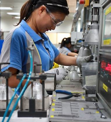 Manufacturing - Woman
